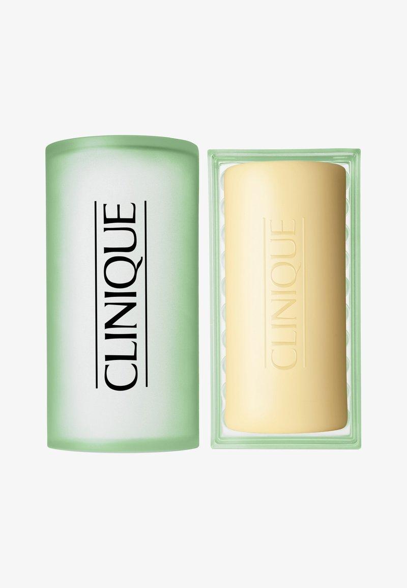 Clinique - FACIAL SOAP MIT SCHALE MILD 100G - Soap bar - -