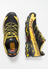 La Sportiva - ULTRA RAPTOR - Trail running shoes - black - 1