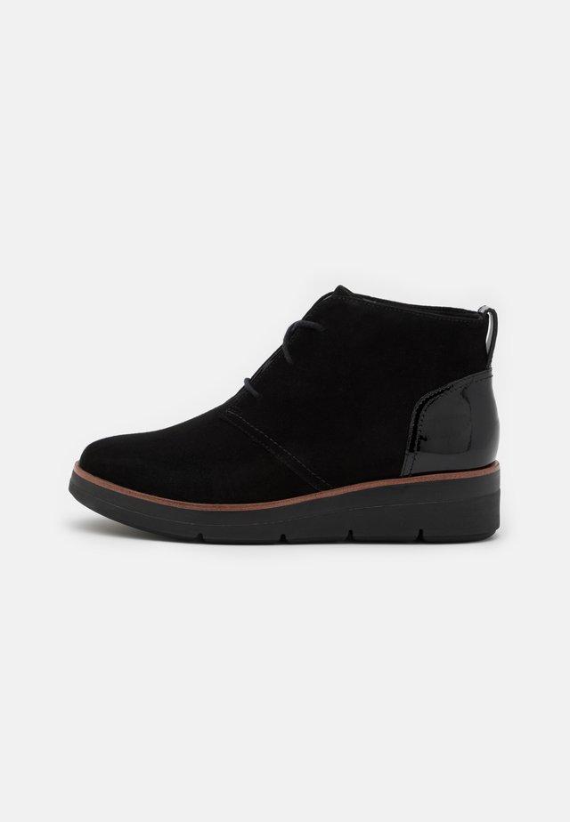 SHAYLIN MID - Šněrovací kotníkové boty - black