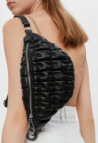 Bershka - GESTEPPTE - Bum bag - black - 1