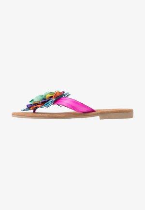 Sandaler m/ tåsplit - fuxia