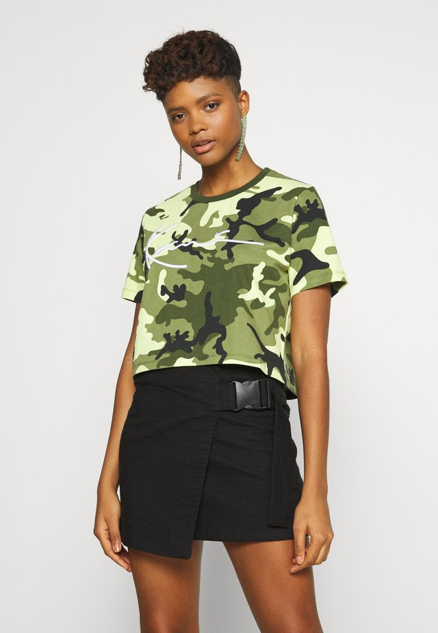 SIGNATURE CROP WIDE TEE - Printtipaita - green