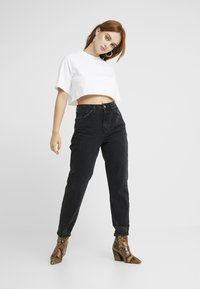 Topshop Petite - MOM - Relaxed fit jeans - black denim - 1