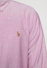 Polo Ralph Lauren - OXFORD SLIM FIT - Vapaa-ajan kauluspaita - crimson - 6
