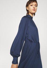 Bruuns Bazaar - BAUMA TILDA DRESS - Vestito estivo - dark blue - 3