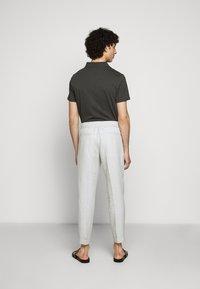 Filippa K - TERRY CROPPED SLACKS - Kalhoty - grey - 2