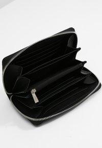 L.CREDI - FILIPPA  - Wallet - schwarz - 3