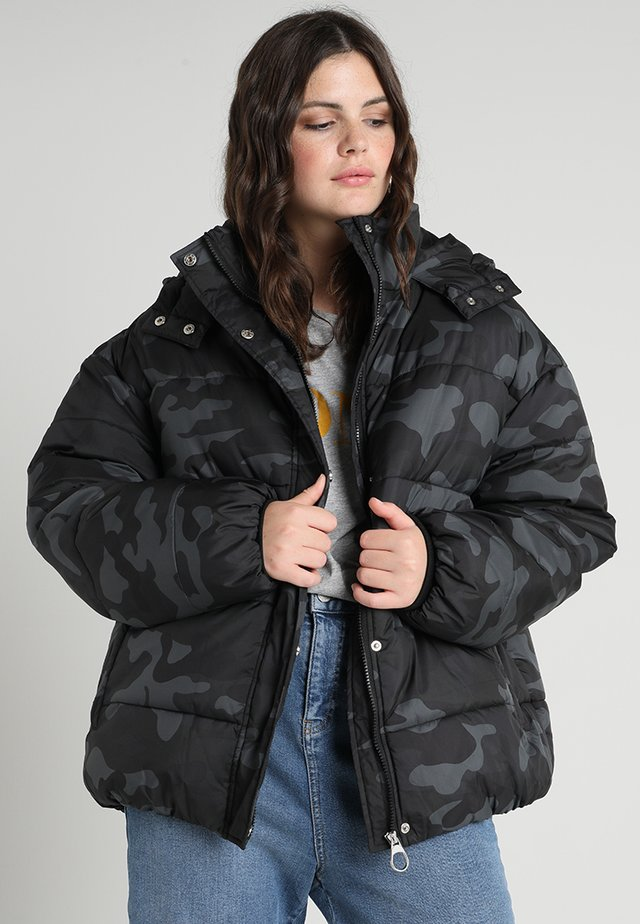 LADIES BOYFRIEND CAMO PUFFER - Winter coat - black/dark grey