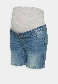 Mamalicious Curve - MLFONTANA SLIM - Jeans Short / cowboy shorts - light blue - 0