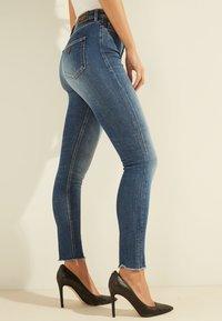Guess - Jeans Skinny Fit - blau - 4