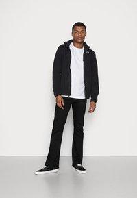 The North Face - FINE TEE - Camiseta estampada - white/black - 1