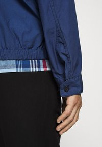 Barbour - ESSENTIAL CASUAL - Summer jacket - north sea blue - 4