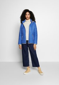 Barbara Lebek - STEPP MIT KAPUZE - Light jacket - cornflower blue - 1