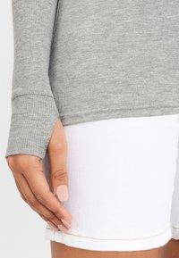 Bench - MIT TIEFEM RÜCKENAUSSCHNITT - Long sleeved top - grau-meliert - 4
