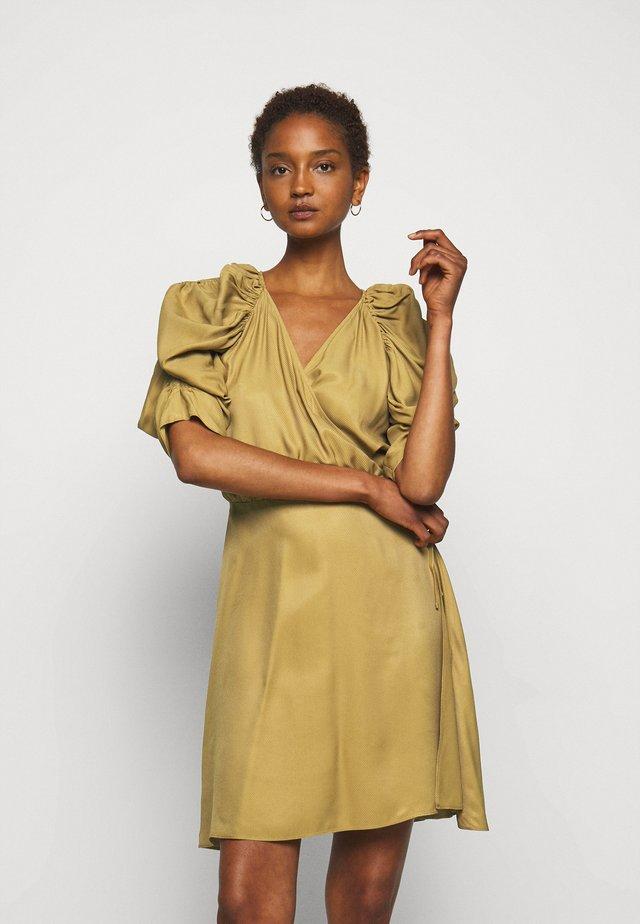 ROSANNE - Korte jurk - golden beige