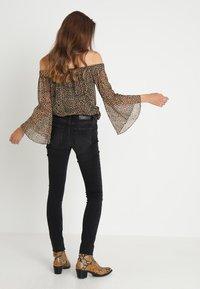 Selected Femme - SLFIDA WASH - Jeans Skinny Fit - black denim - 2