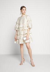 Bruuns Bazaar - FOLJA ANINE DRESS - Vestito elegante - gold - 1