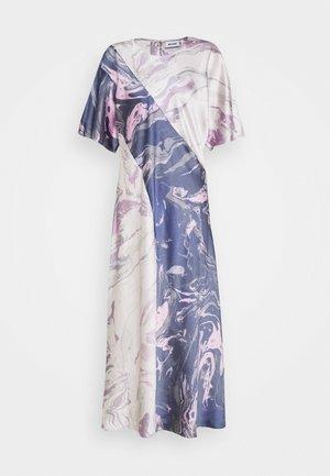 TEA DRESS - Długa sukienka - marble