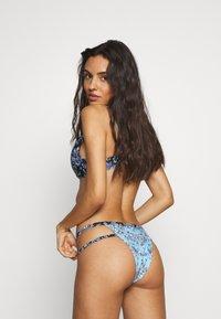 Wolf & Whistle - JEWEL BAROQUE BOTTOM - Bikini bottoms - blue - 2