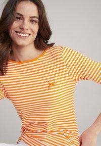 JOOP! - Long sleeved top - orange/weiß - 3