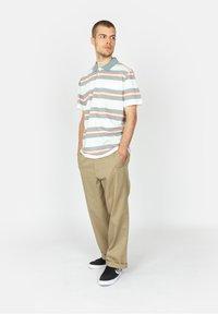 Roark - ONE EYED JACK - Polo shirt - white - 1