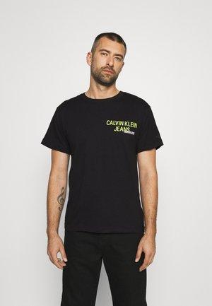 URBAN BACK GRAPHIC - T-shirts med print - black