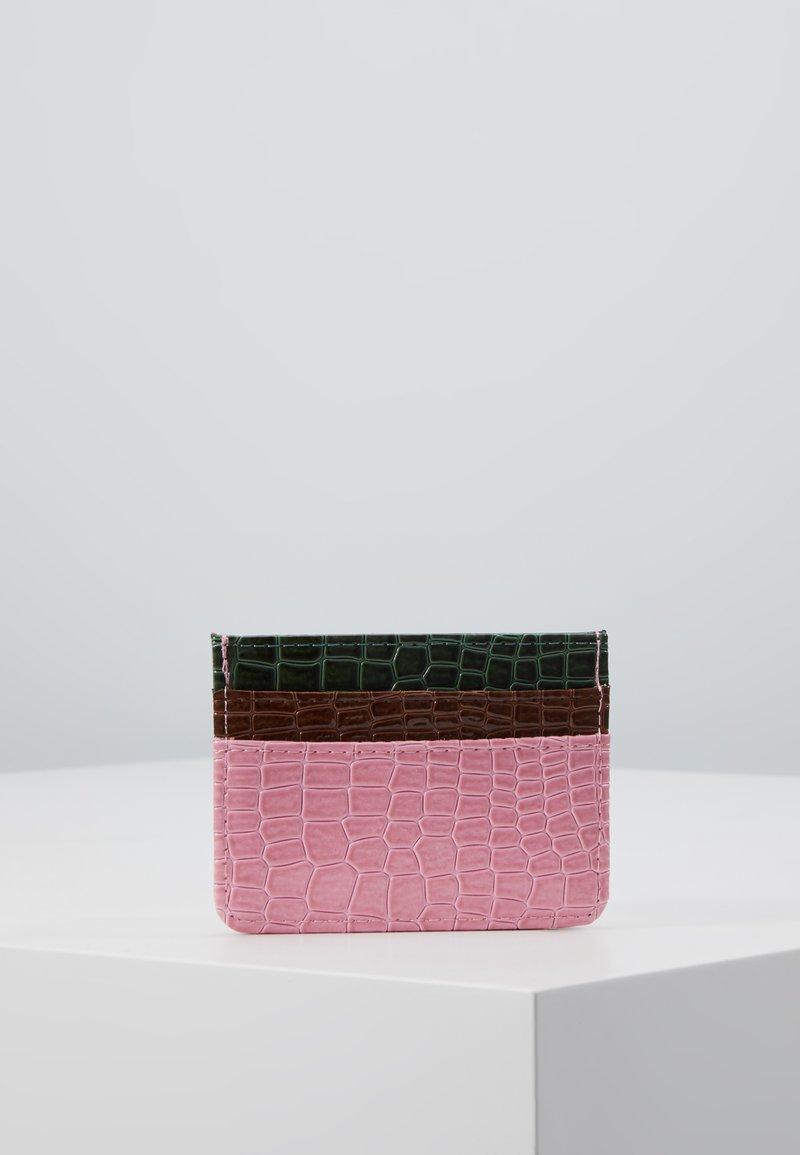 HVISK - CARD HOLDER CROCO - Lommebok - pink
