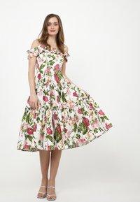 Madam-T - MICHELINA - Day dress - white / khaki - 1