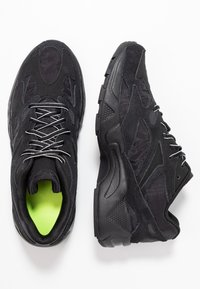 Reebok Classic - AZTREK 96 TRANSLUCENT - Sneakers laag - black/neon lime/true grey - 5