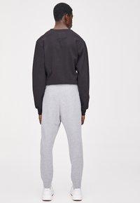 PULL&BEAR - Teplákové kalhoty - light grey - 2