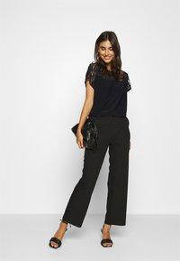Wallis - PALM DEVOURE TOP - T-shirt print - black - 1