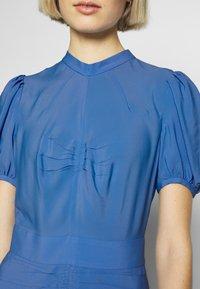 N°21 - Denní šaty - cielo - 6