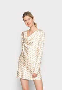 CMEO COLLECTIVE - MOLTEN MINI DRESS - Denní šaty - ecru ditsy - 0