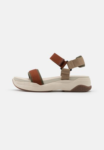 LORI - Sandalias con plataforma - rust/multicolor