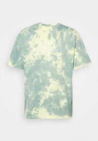Karl Kani - SIGNATURE TIE DYE TEE UNISEX  - T-shirt imprimé - light yellow - 3