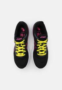 ASICS - GEL EXCITE 8 - Chaussures de running neutres - black/hot pink - 3
