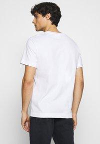 Lacoste - T-shirt basique - white - 2