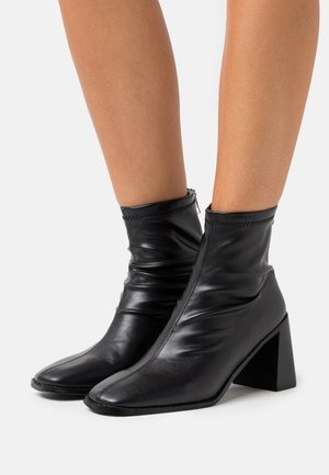 WELT BLOCK HEEL - Ankle boots - black