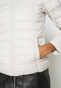 ONLY - ONLNEWTAHOE QUILTED JACKET - Light jacket - moonbeam - 5