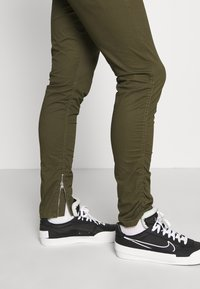 Blood Brother - RUCHED LEG TROUSERS - Tygbyxor - khaki - 4