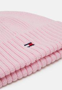 Tommy Hilfiger - FLAG BEANIE - Čepice - pink - 2
