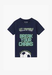 Blue Seven - SMALL BOYS FOOTBALL - Print T-shirt - dunkelblau - 0