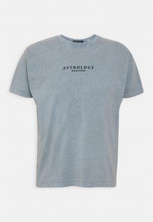 WASHED SCORPION UNISEX - Print T-shirt - acero