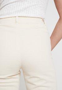 Miss Selfridge - FRONT SEAM - Flared Jeans - white - 5