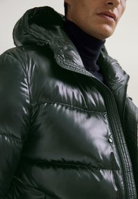 Massimo Dutti - Kurtka zimowa - green - 2