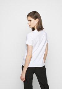 Elisabetta Franchi - T-shirts med print - gesso - 2