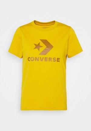 STAR CHEVRON LOGO TEE - Print T-shirt - gold dart