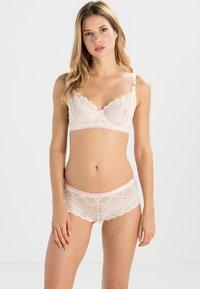 Heidi Klum Intimates - MADELINE - Underwired bra - vintage cream - 1