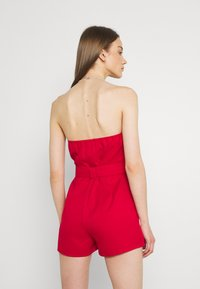 Missguided - BELTED BUTTON THROUGH BANDEAU  - Overal - red - 2