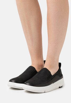 TRI FLASH STEP - Trainers - black